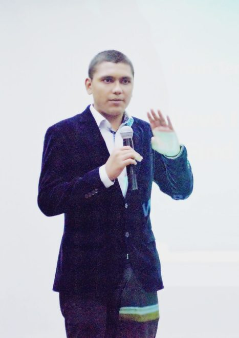 Abdul Samad Essani While Giving Speech About SEO At Workshop