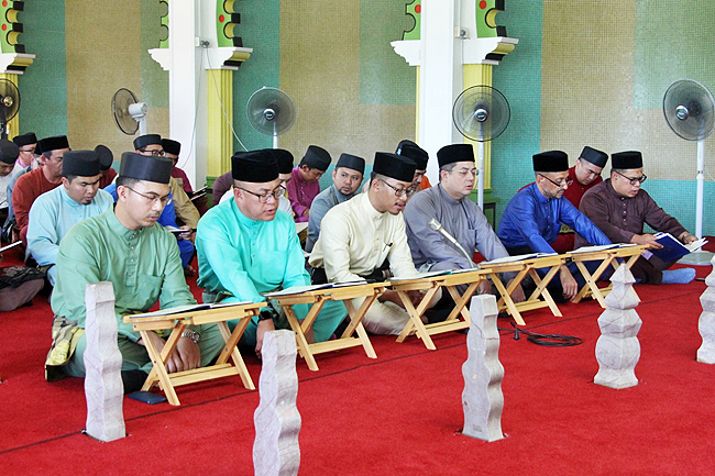 Religious ceremonies, donations enliven holy month of Ramadhan 6