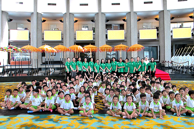 Students enjoy field trip to royal regalia museum 1