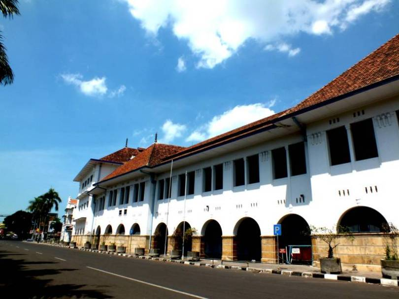 Gedung B.A.T Cirebon