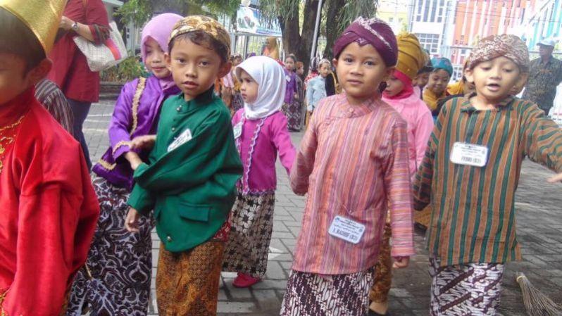 Pakaian Adat Yogyakarta Untuk Anak Laki-Laki