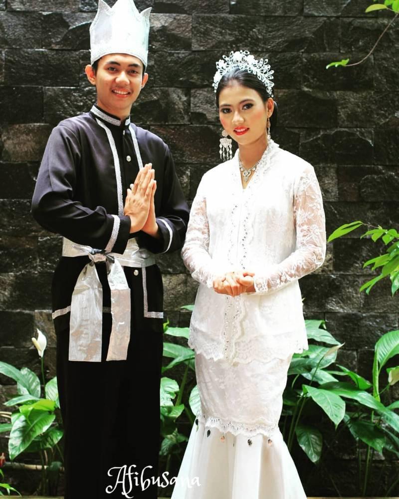 Pakaian Adat Minahasa Sulawesi Utara