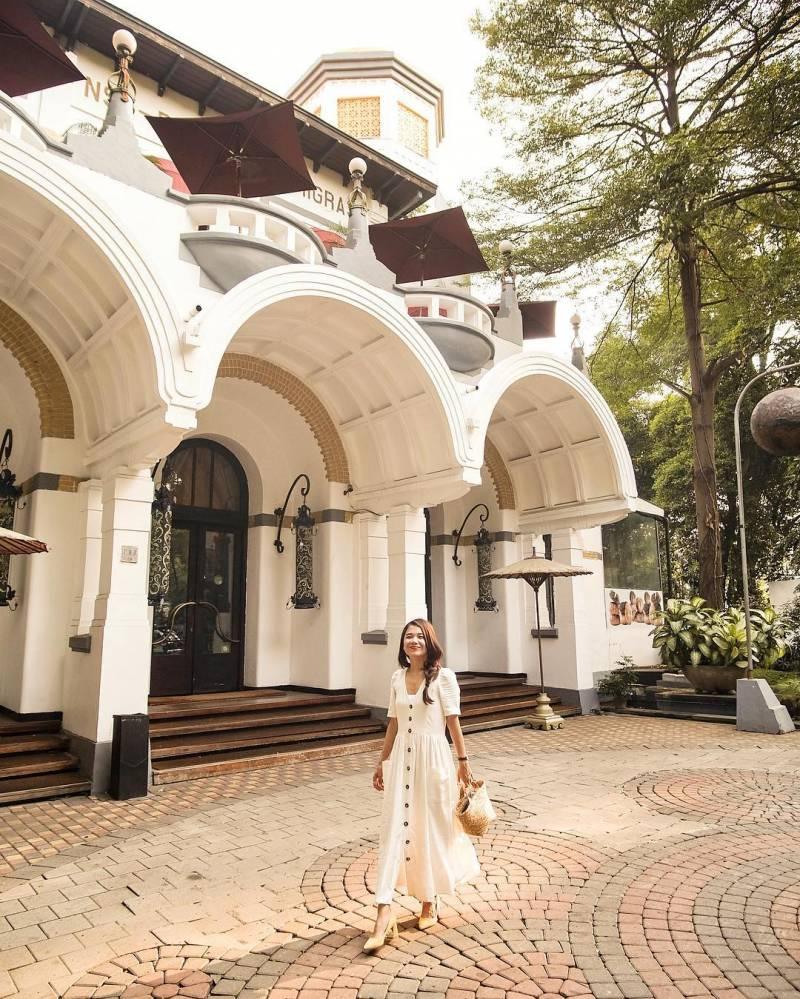 Tugu Kunstkring Paleis Jakarta