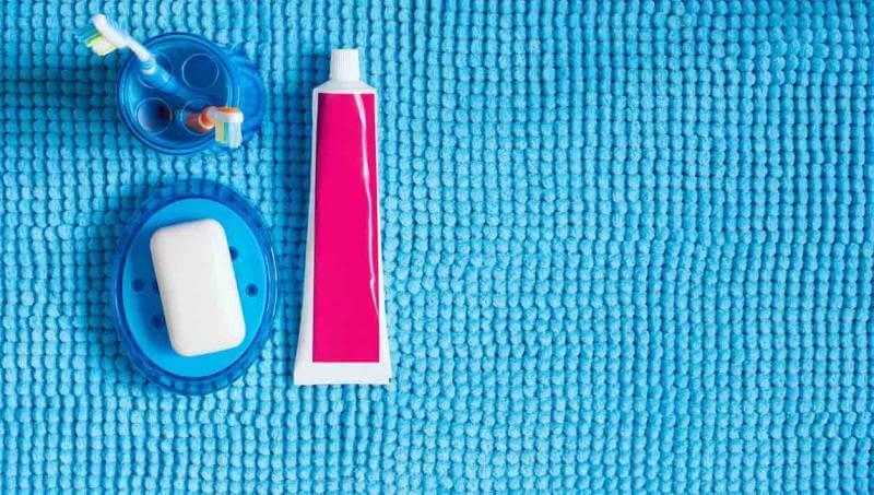 memutihkan gigi dengan odol