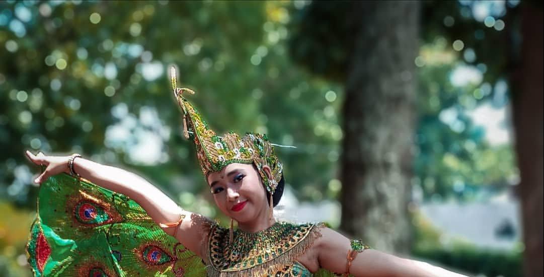 Keindahan Tari Merak Jawa Barat, Asal Muasal, Fungsi ...