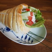Glutenfri fyldte frokosthorn med kyllingesalat