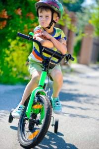 dreng på cykel