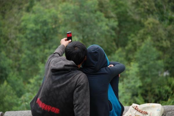 ILUSTRASI : dua orang yang sedang PDKT (Foto: internet)