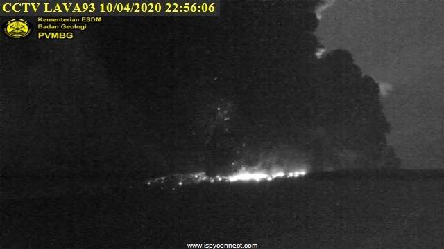 EVQRAXEUENEWS: Gunung Anak Krakatau meletus terpantau dari CCTV pos pemantauan (10/4/2020)-(Foto: PVMBG)AELsBL