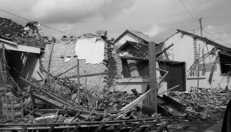 Potret Sejarah Gempa Jogja 27 Mei 2006 (Foto: EkaRockCity)