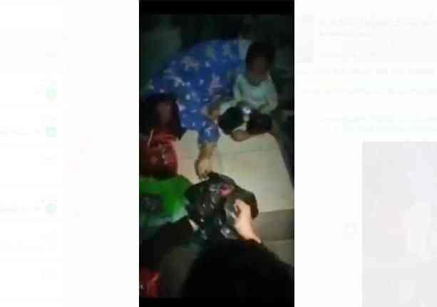 SS : Video viral seorang balita menunggui ibunya meninggal dunia di emperen toko
