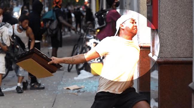 ANARKIS: Seorang pemuda kelahiran Jawa dengan tato peta Indonesia tertangkap kamera saat mengikuti demo atas kematian George Floyd di Philadelpia, Amerika Serikat. (Sumber Instagram @rainsfordthegreat)