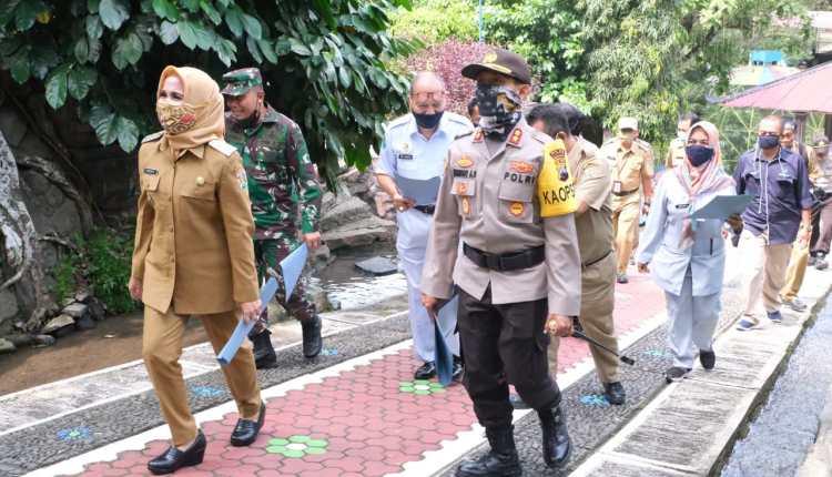 Wakil Walikota Magelang Windarti saat mengungjungi Tempat Wisata Taman Kyai Langgeng (29/6/2020)-(Foto: Istimewa)