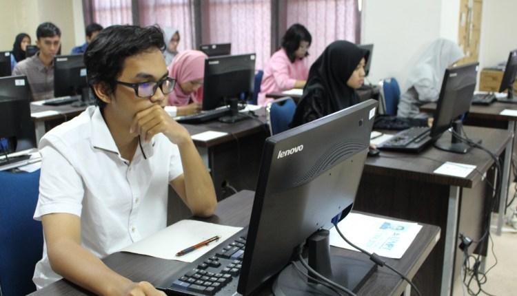ILUSTRASI : Peserta melaksanakan UTBK 2020 Untidar Magelang