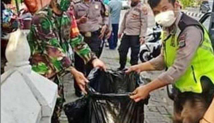 Petugas Kepolisian dan TNI saat mengevakuasi jazad bayi perempuan di Sleman (31/5/2020)-(Foto: ICJ)