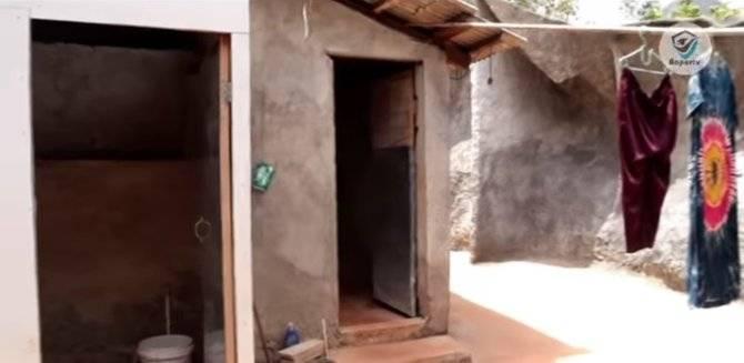 Kondisi kamar mandi juga menempel di Batu raksasa tersebut (Sumber : Baper TV)
