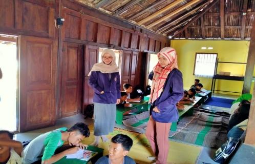 pendampingan belajar oleh PPMT UNIMMA di Desa Menayu Muntilan