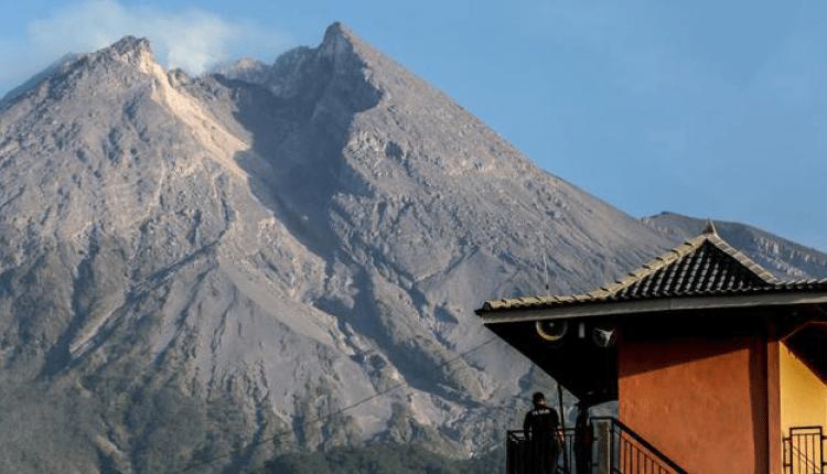 SIAGA: Puncak Gunung Merapi di perbatasan Jawa Tengah dan DI Jogjakarta. (Foto: internet)