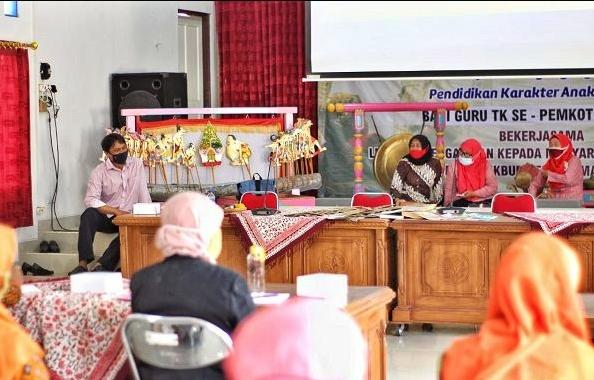 Workshop Guru TK di Kota Magelang membahas wayang kulit jadi media belajar (10/12/2020)-(Foto: Istimewa)