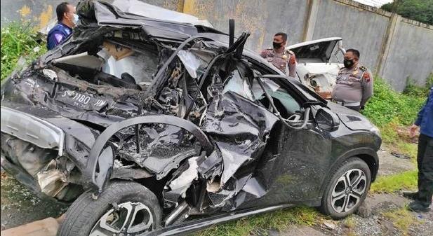 Mobil yang dinaiki Chaca eks Trio Macan terlibat kecelakaan mau di jalan tol semarang