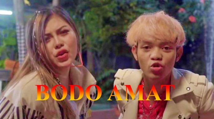 Download MP3 Julia Vio dan Insan Aoi_Bodo Amat