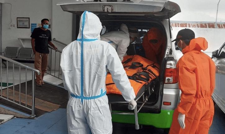Ilustrasi evakuasi jenazah wanita yang tewas di terminal Jogja. (foto: ist)