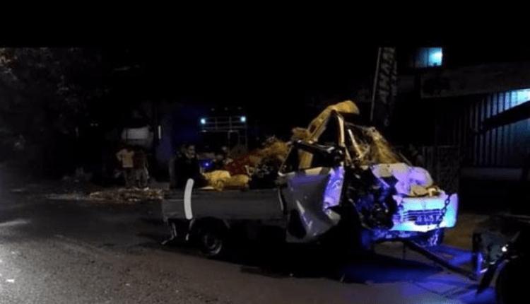 GEPENG: Mobil pikap pengangkut sayur hancur setelah terlibat kecelakaan dengan truk di Jalan Magelang. (foto: ist)