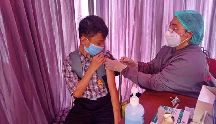 salah satu pelajar di Magelang saat ikuti vaksinasi di SMA N Kota Mungkid yang digelar oleh BIN