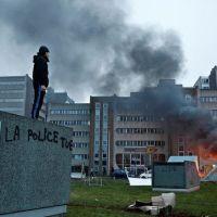 La  violencia policíaco-patriarcal  enciende los barrios obreros de París