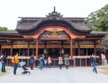 Over to millioner turister besøker Dazaifu-tempelet årlig .