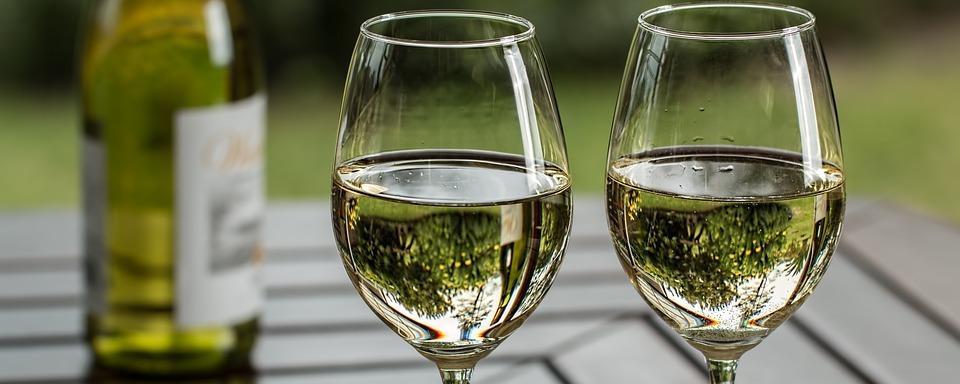 Tojás a borban