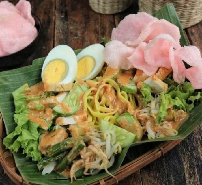 Beberapa Makanan Khas Indonesia yang dihasilkan dari Bahan Pangan Setengah Jadi Gado gado