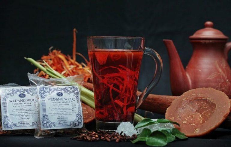Minuman dan Makanan Khas Jawa Tengah Wedang Uwuh Imogiri