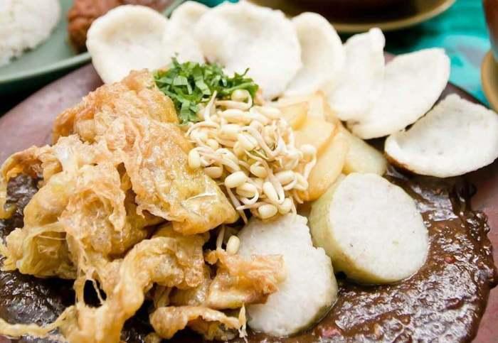 Makanan Khas Surabaya yang Enak Tahu Telor dan Tahu Tek Pak Jayen