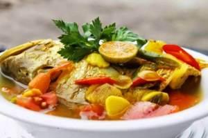 Makanan Khas Gorontalo Ikan Kuah Pala Banda
