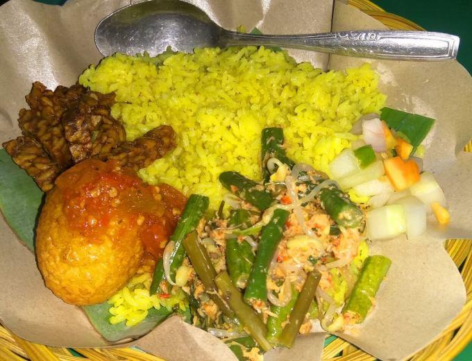 Makanan Khas Toraja Nasi Kuning Begadang