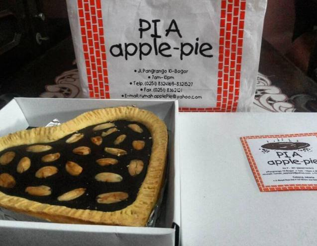 Makanan Khas Bogor Pia Apple Pie
