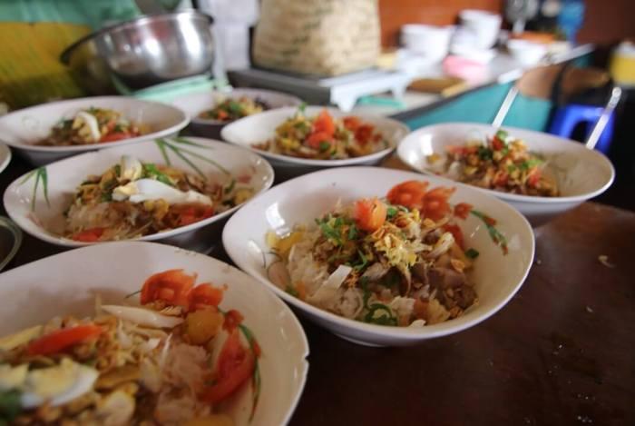 Makanan Khas Jember Soto Ayam Dahlok