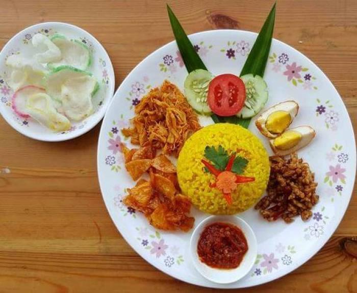 Makanan Khas Kalimantan Timur Nasi Kuning