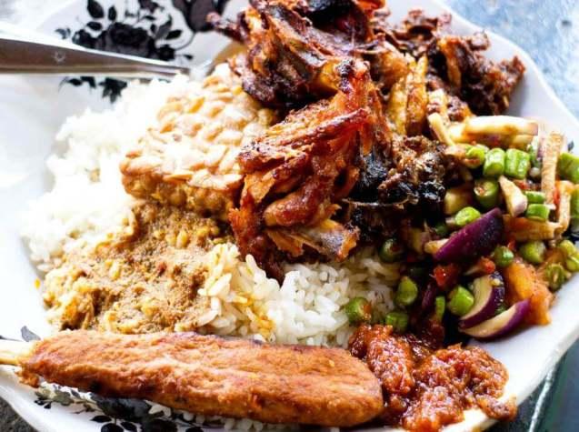 Makanan Khas NTB Nasi Campur
