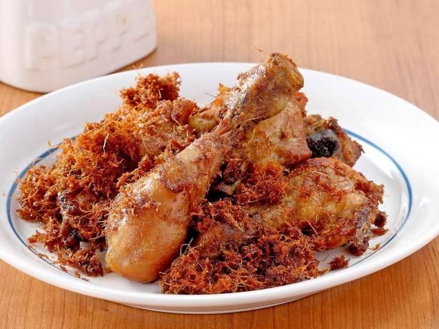 Makanan Khas Padang Ayam Goreng Laos