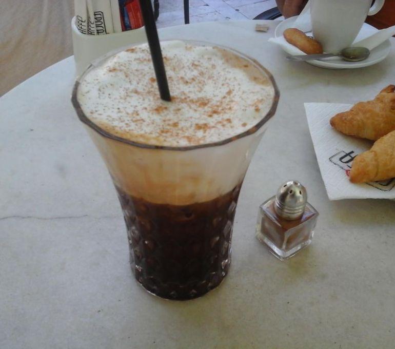Minuman dan Makanan Khas Italia Coffee Freddo