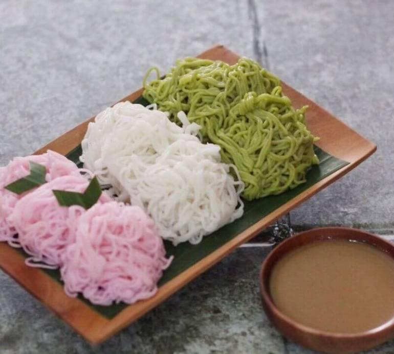 Makanan Khas Daerah Putu Mayang
