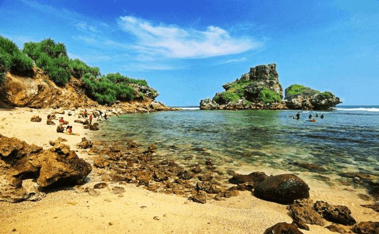 Tempat Wisata di Jogja Pantai Nglambor Gunungkidul Daerah Istimewa Yogyakarta Memiliki Keindahan Bawah Laut yang Menawan