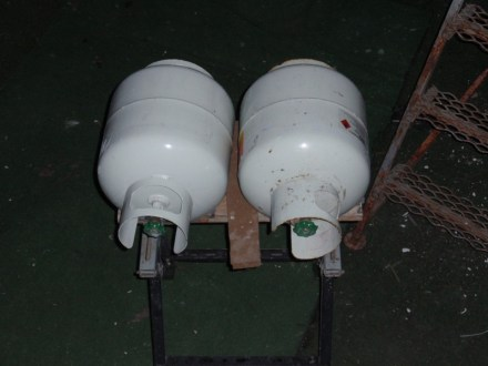 Our gas bottles need a brace