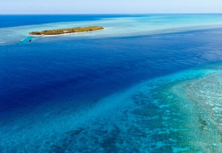 This photo shows the channel between Heron Island & Wistari Reef