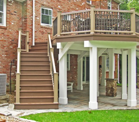 Freestanding deck structureA