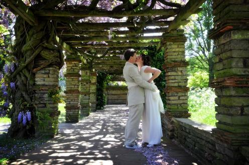 Kissing_under_wisteria_after_tudor_barn_wedding