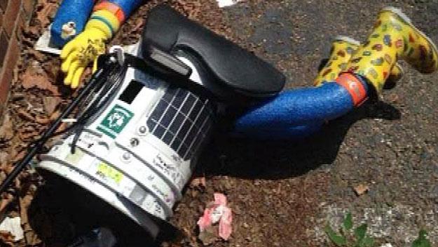 Hitchhiking Robot Visits Boston; Vandalized In Philadelphia – CBS Boston
