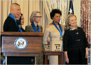 Secretary Of State Clinton Awards Cai Guo Qiang Jeff Koons Shahzia